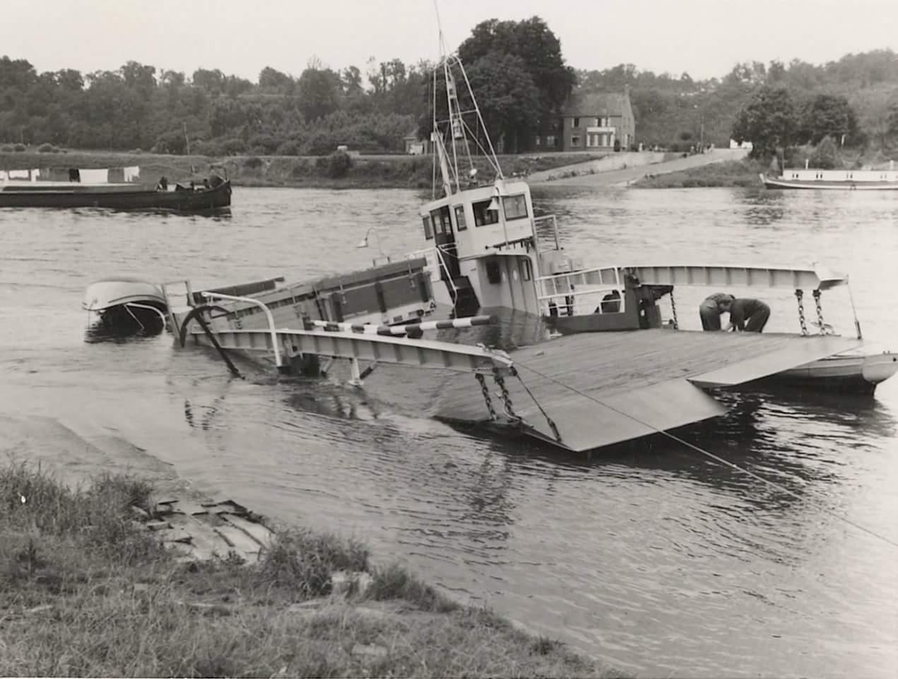 1957-foto-gemaakt-door-Jac-Rauws-ingezonden-door-Willem-Ruisch-Veerpont-Lexkesveer-Eageningen-Randwijk-4
