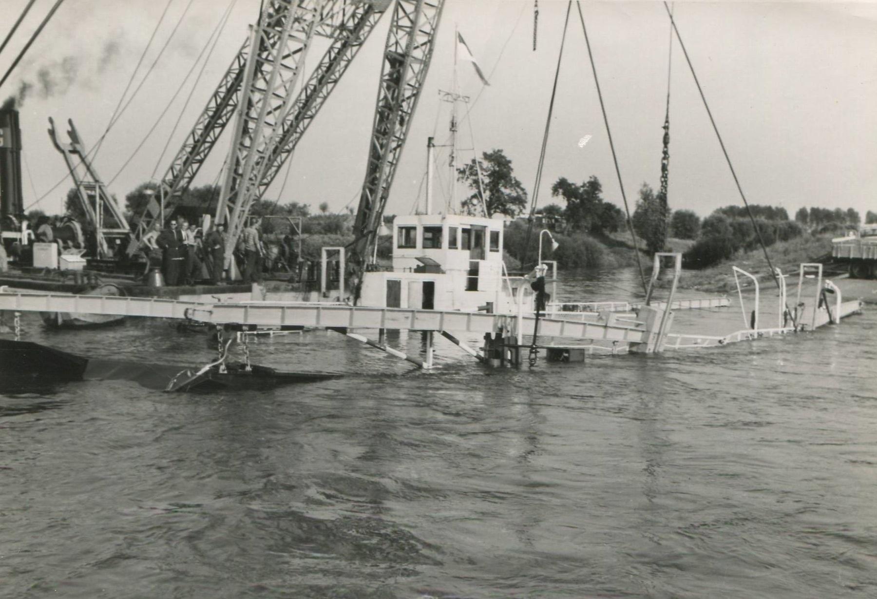 1957-foto-gemaakt-door-Jac-Rauws-ingezonden-door-Willem-Ruisch-Veerpont-Lexkesveer-Eageningen-Randwijk-7