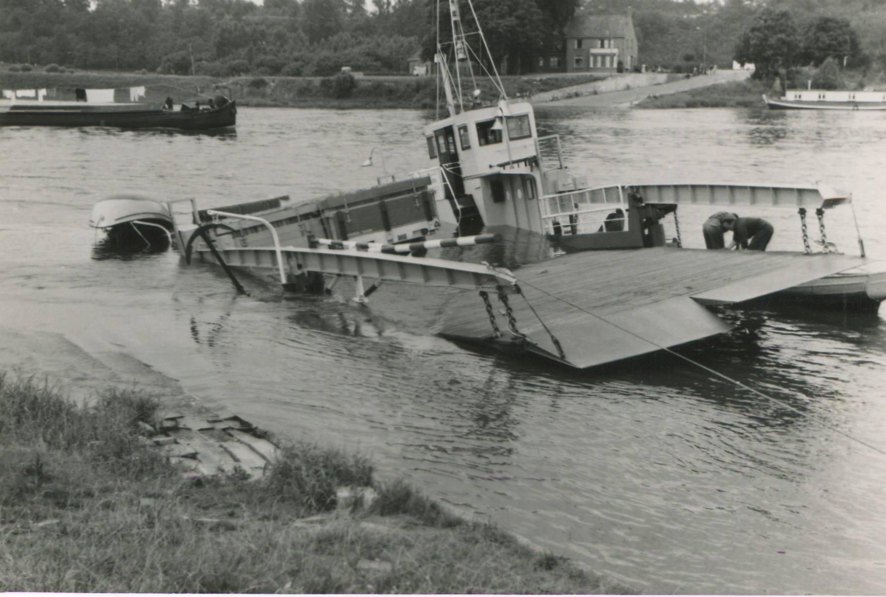 1957-foto-gemaakt-door-Jac-Rauws-ingezonden-door-Willem-Ruisch-Veerpont-Lexkesveer-Eageningen-Randwijk-8