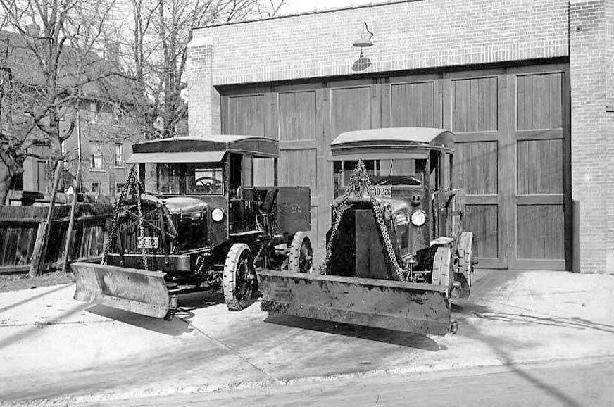 City-Four-Wheel-Drive-plows-1924