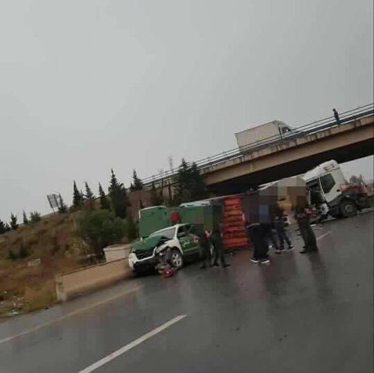 Snelweg-oost-bij-afadling-van-Ladijba-bordjbouariridj--3-trucks-1-gendarme-1
