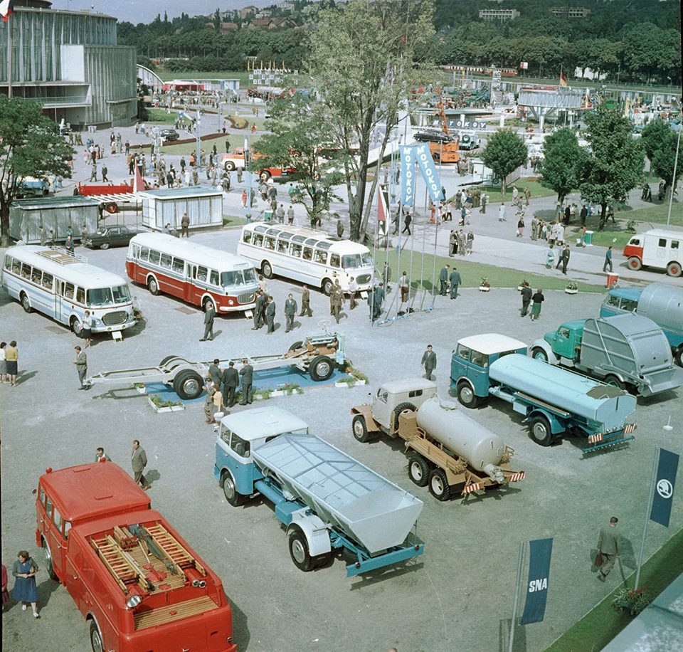 skoda-Blootstelling-van-karosy-aan-de-internationale-engineering-in-brno-in-september-1962