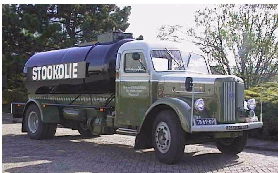Scania-de-eerste-vrachtwagen-van-D-Klapwijk-bij-het-bedrijf-in-1964