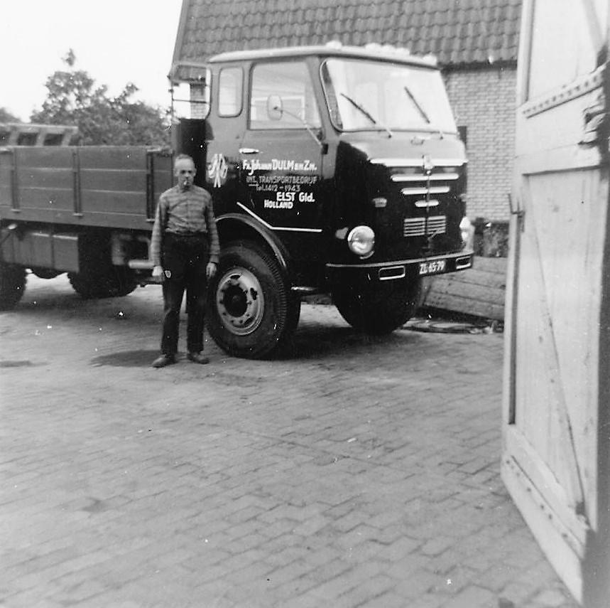 Vader-Johan-van-Dulm-met-de-ni9euwe-Bussing