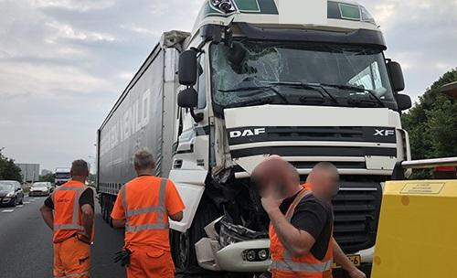 A65-31-5-2018-gesneden-door-luxe-wagen-die-is-door-gereden