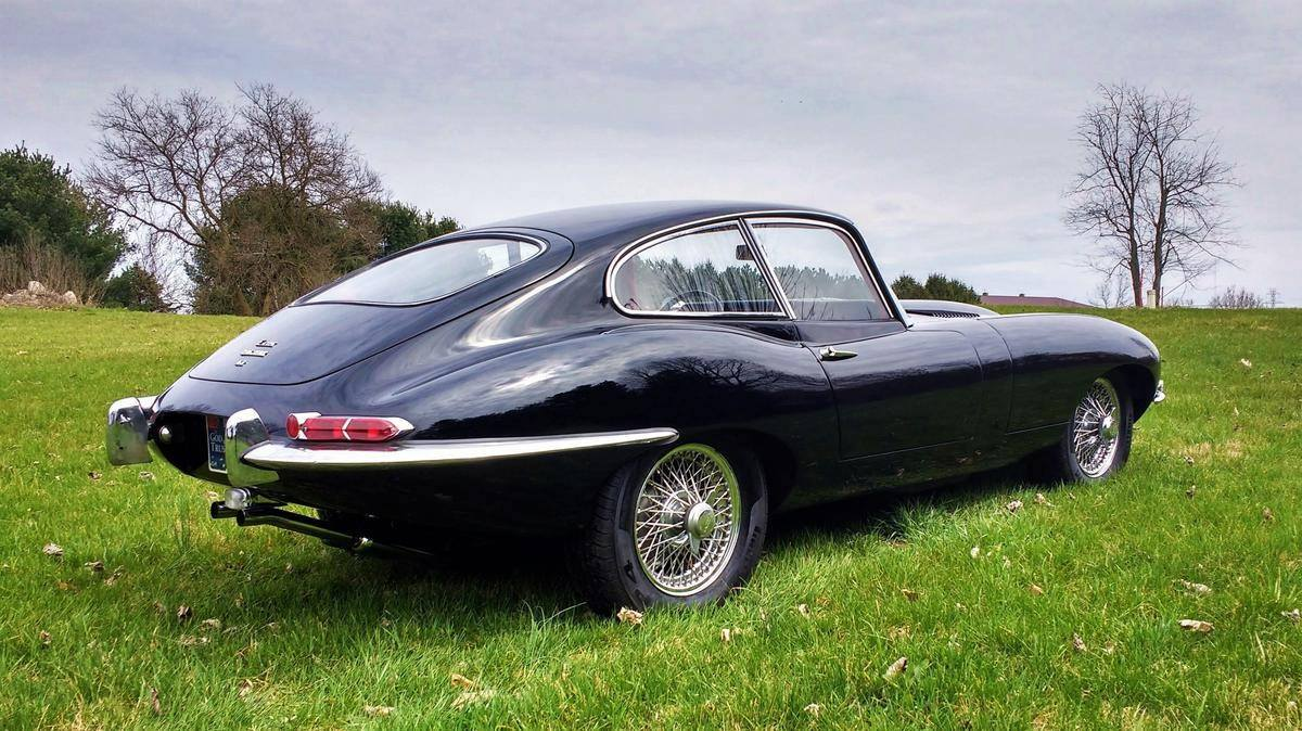 1966-Jaguar-E-Type-4-2L-Fixed-Head-Coupe-3