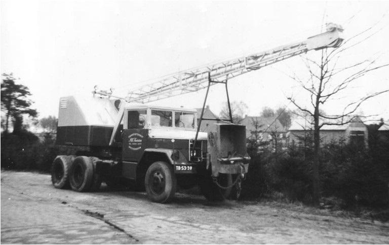 18-FUCHS-dragline-op-een-REO-truck