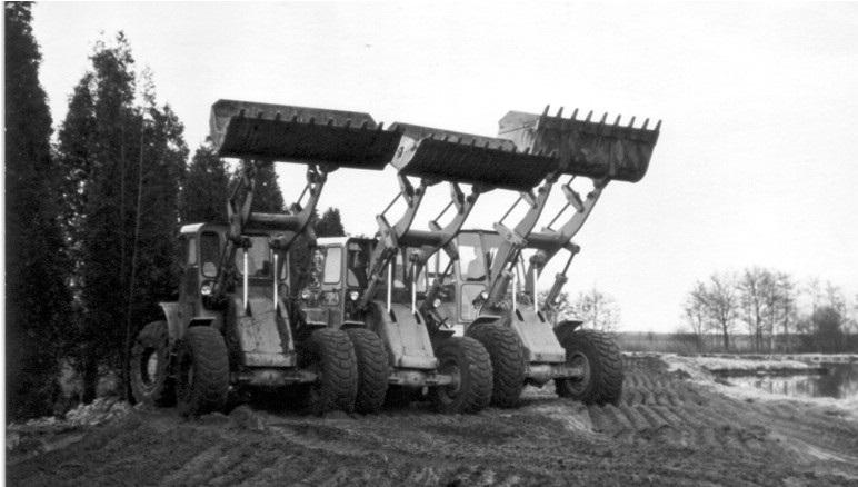 36-1962-CATERPILLAR-loaders-twee-maal-een-922B-en-en-950B