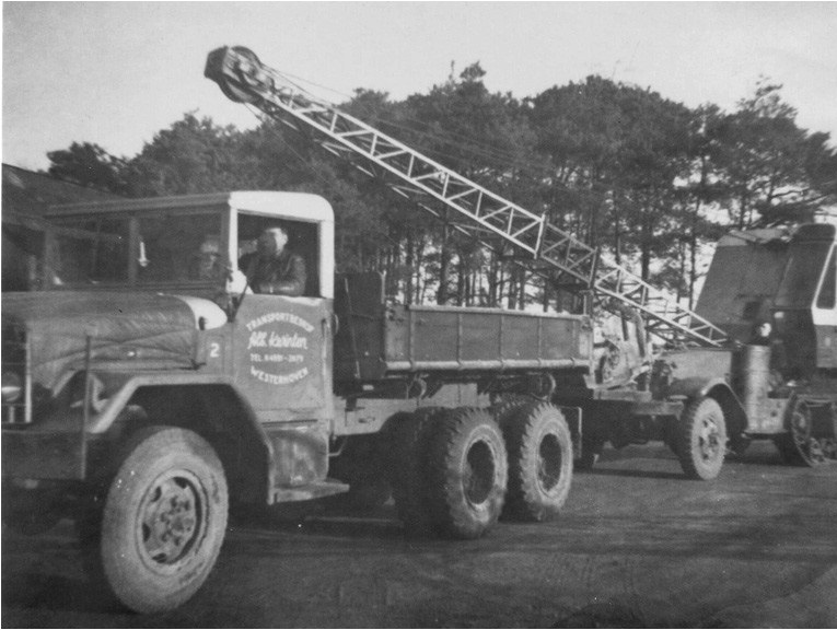 6-REO-kipper-met-een-WHITE-half-track-met-PASAL-dragline-op-sleep