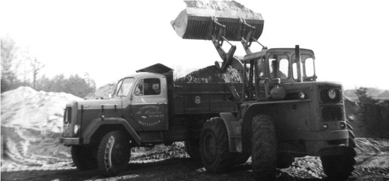 45-1963-CAT-922B-laad-een-MAGIRUS-kipper