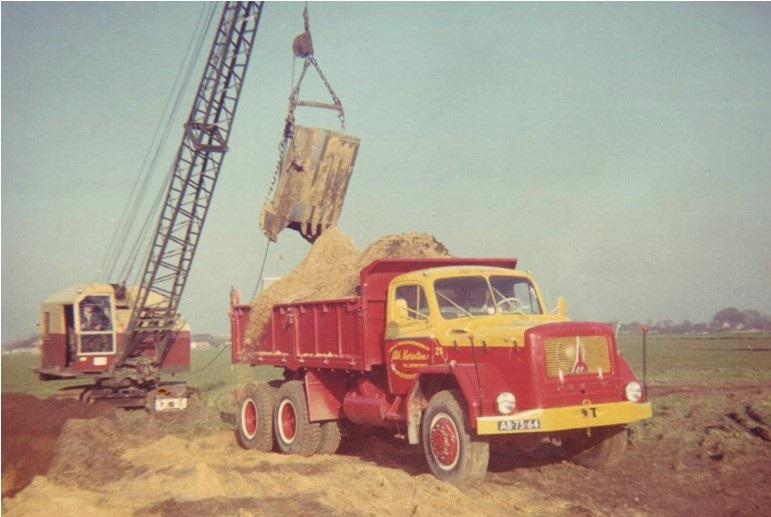 48-1963-Knegsel-MAGIRUS-kipper-word-geladen-door-een-RUSTON-22-RB-dragline