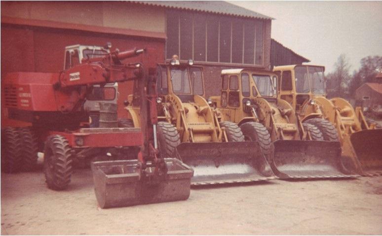 58-1968-POCLAIN-LY-45-tweemaal-CAT-922B-en-een-CAT-950