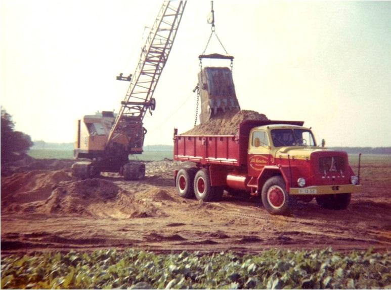 59-1968-MAGIRUS-kipper-word-geladen-door-een-HOVERS-dragline
