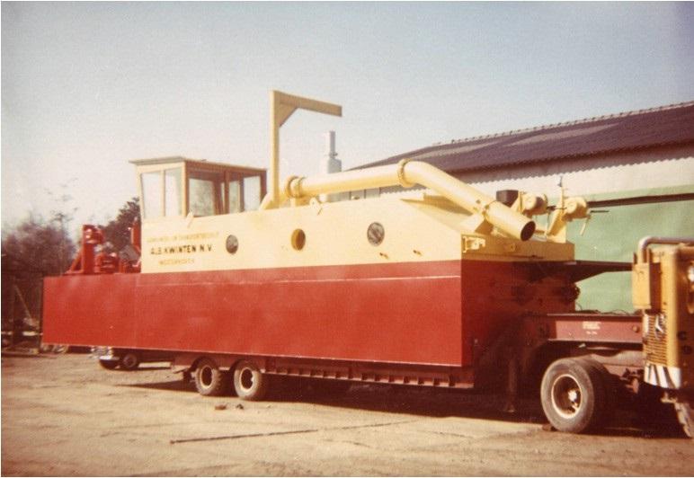 67-1970-De-SBN-zuiger-naar-de-werf-gehaald-en-voorzien-van-een-nieuwe-verflaag-weer-klaar-voor-transport-naar-Waalre