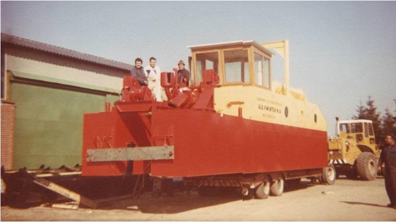 68-1970-Transport-van-de-SBN-zuiger-op-een-nieuwe-trailer-met-de-CAT-950-als-trekker