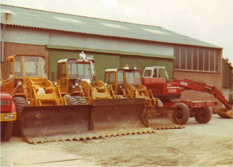 72-1970-Tweemaal-een-CAT-950-922B-en-POCLAIN-LY-45
