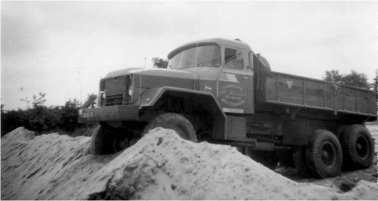 74-1971-REO-M-52-met-Van-Eck-cabine-en-Nootenboom-kipper
