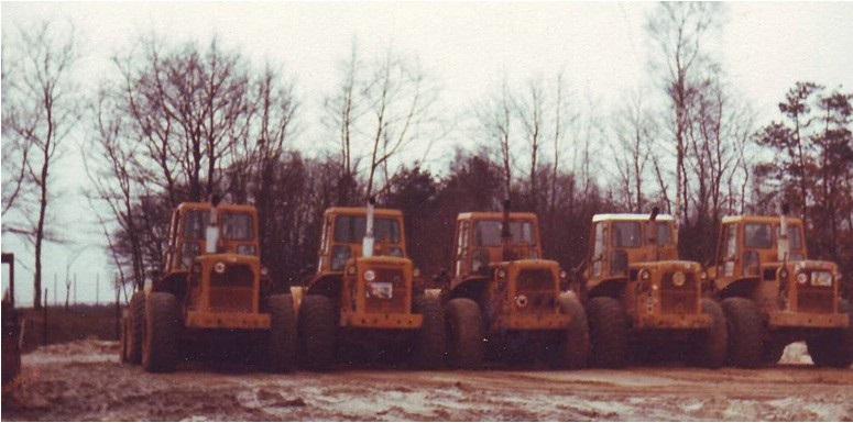 82-1972-Vijfmaal-een-CAT-950-wiellader
