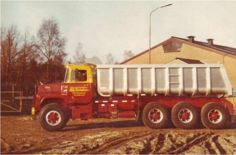 1-1977-Mack-DM-685-S-8x6-kipper