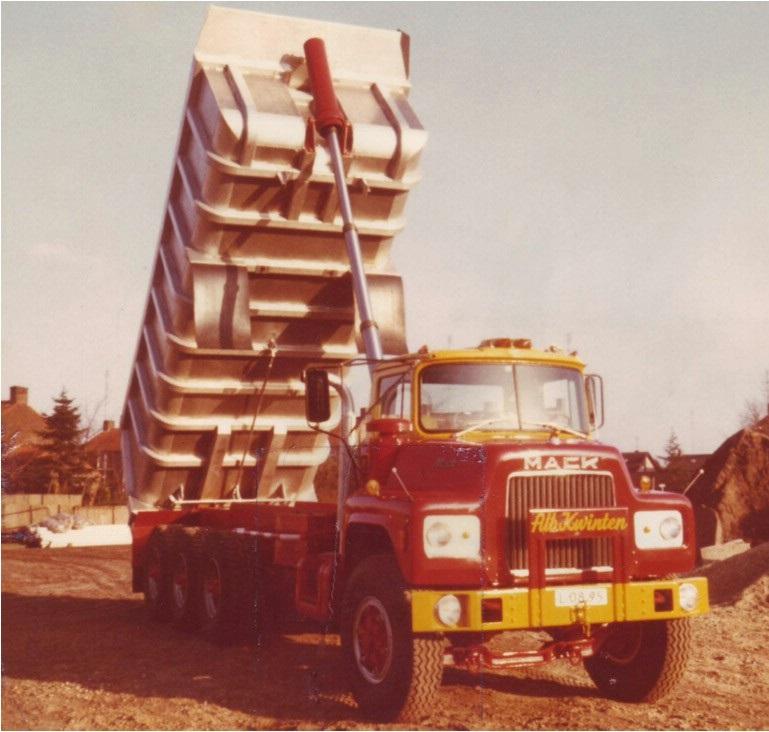 2-1977-Mack-DM-685-S-8x6-kipper