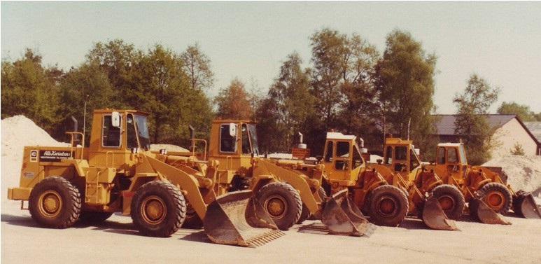 21-1984-De-CATERPILLAR-wielladers-op-de-werf