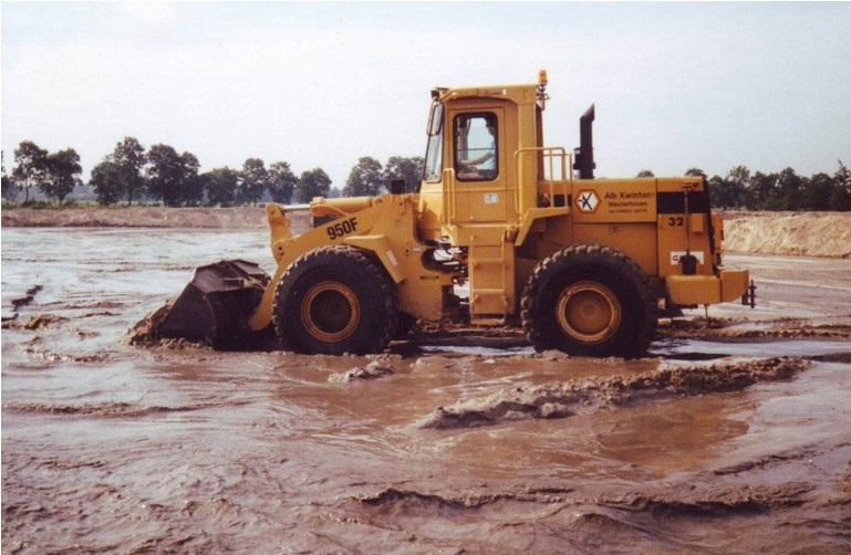 24-1984-CAT-950-F-wiellader-op-het-stort