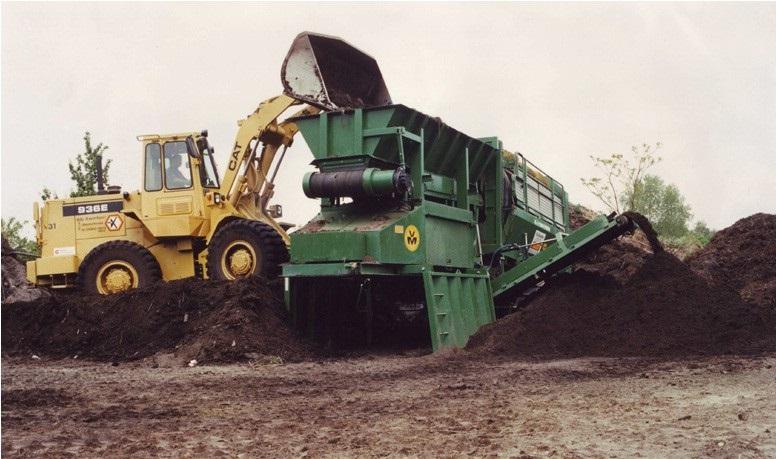 28-1986-CAT-936-E-laad-een-Combiscreen-trommelzeef-voor-het-zeven-van-zand-en-grond