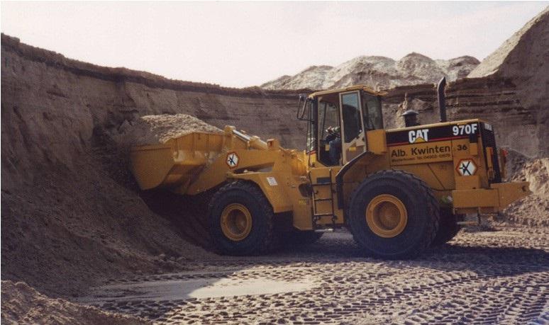 37-1988--De-eerste-bakken-zand-met-de-CATERPILLAR-970-F-wiellader