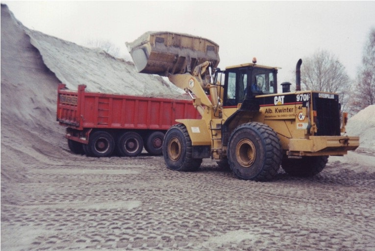 40-1989-CATERPILLAR-970-F-wiellader-op-het-zanddepot