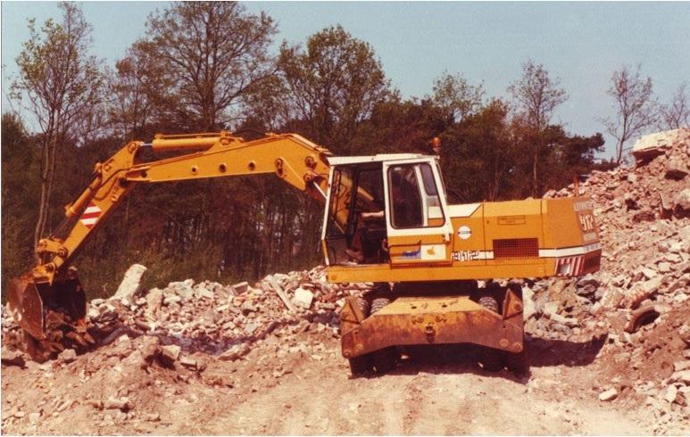 8-1980-LIEBHERR-912-mobiele-graafmachine