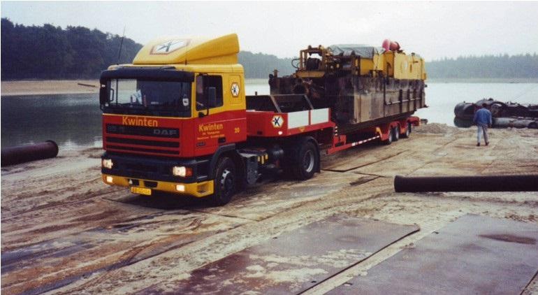 47-1994-De-zandzuiger-op-transport