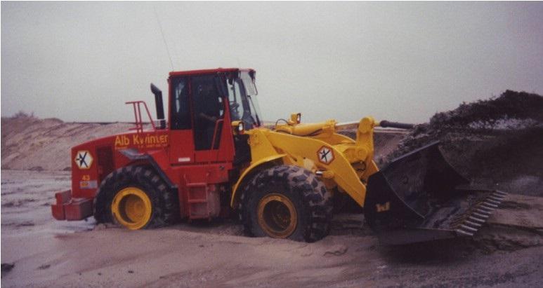 81-1998-Een-splinternieuwe-CATERPILLAR-950-op-de-stort