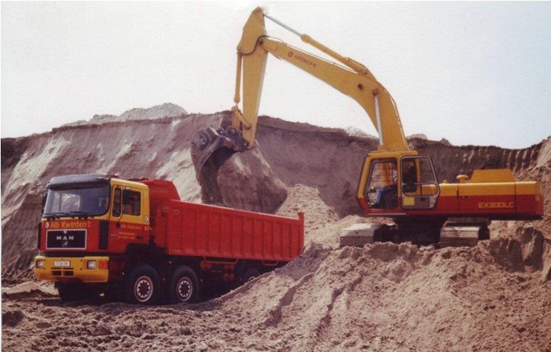 93-1999-HITACHI-EX-300-LC--en-een-MAN--kipper