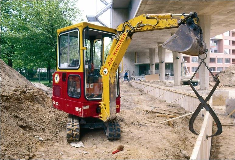 99-1999-De-kleinste-hydraulische-graafmachine-een-SCHAEFF