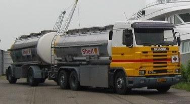Scania-smeerolie-auto-rijdt-voor-Shell