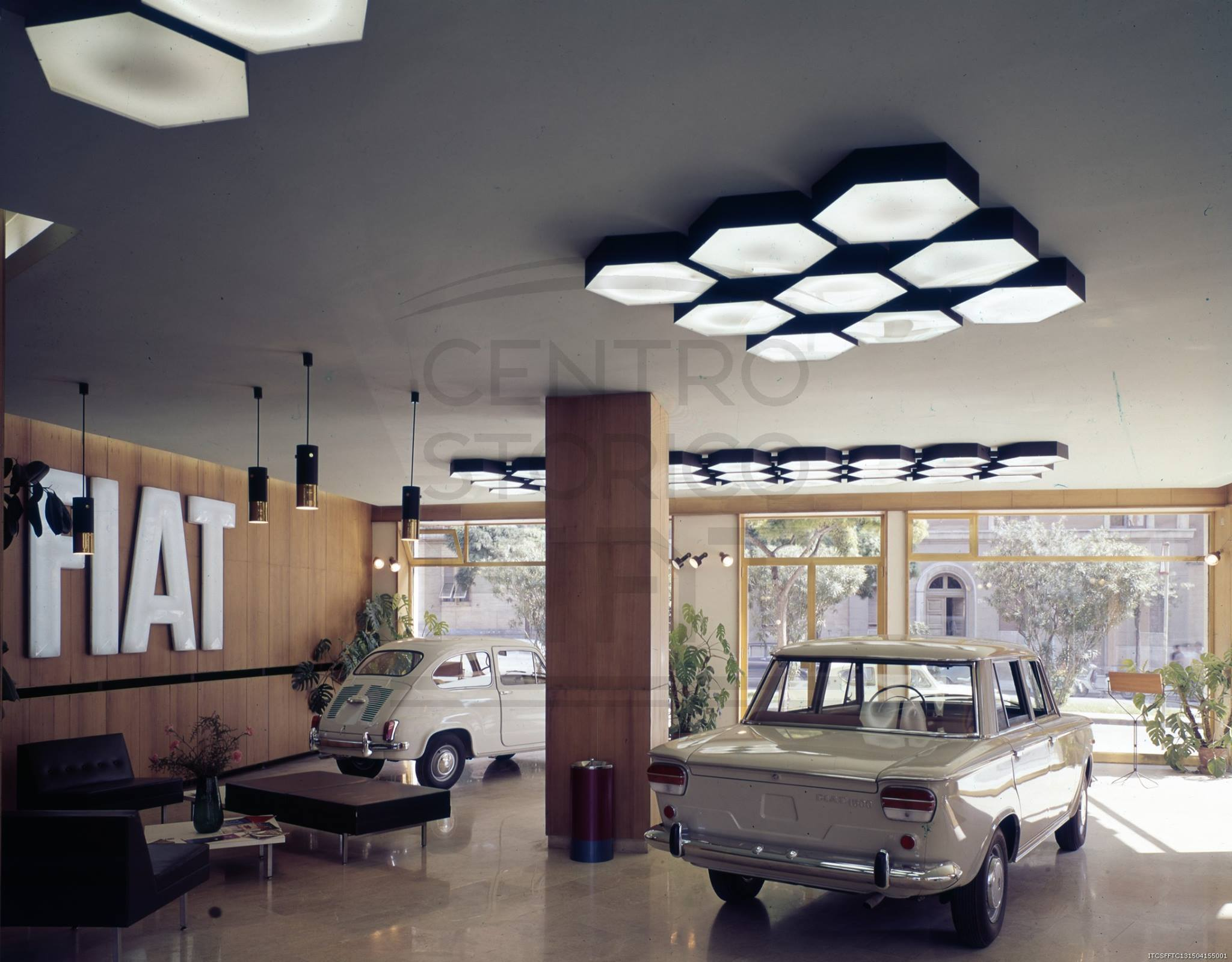 Fiat-600--fiat-1300-1500-1965-tentoonstelling-tentoonstelling-van-de-fiat-tak-van-cagliari