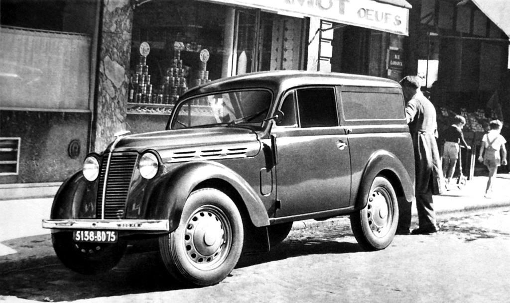 Renault-Juvaquatre--1937-1952-4