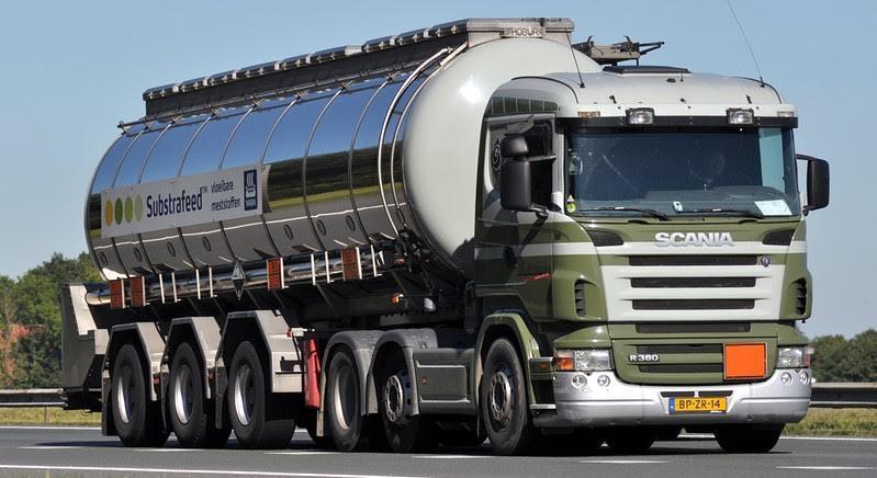 een-Scania-met-substrafeed-onderweg
