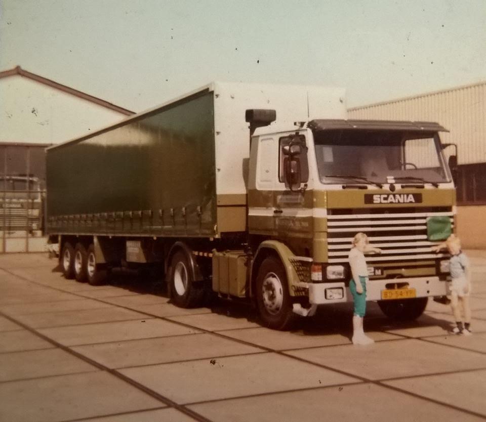 Scania-met-schuifzeil-oplegger