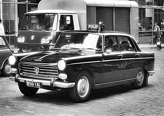 Peugeot-404--Finland-Police