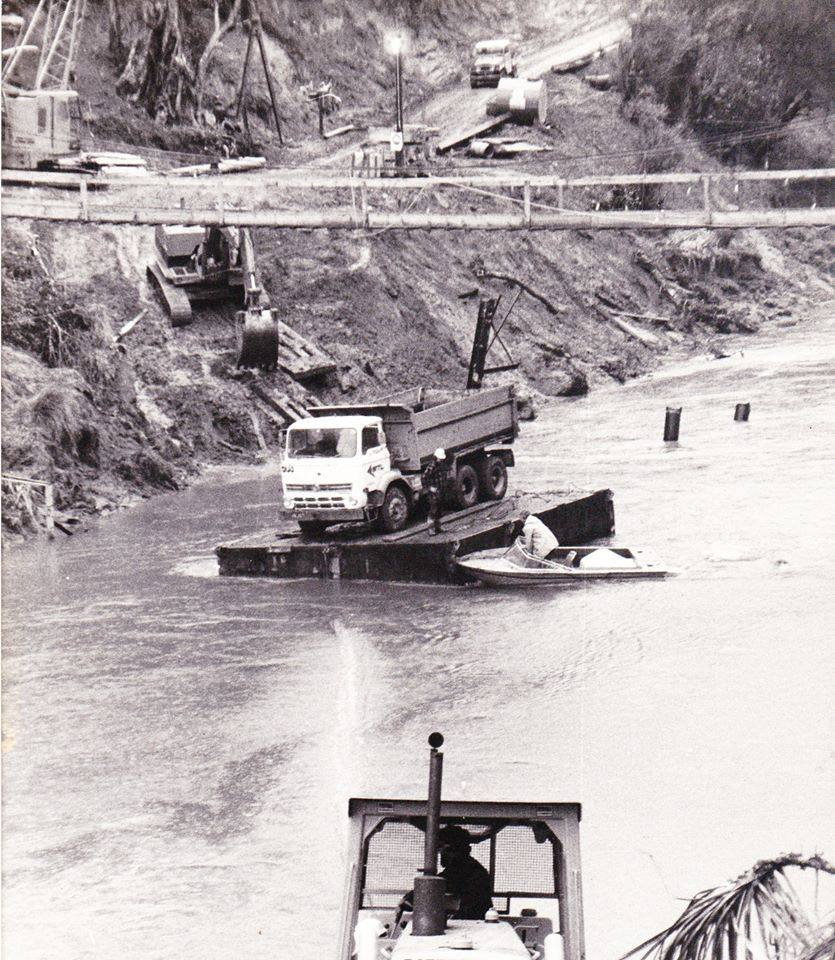 Patea-Dam-MTL-truck-on-a-pontoon-1