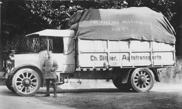 Saurer-Erster--Lastwagen-mit-Vollgummibereifung