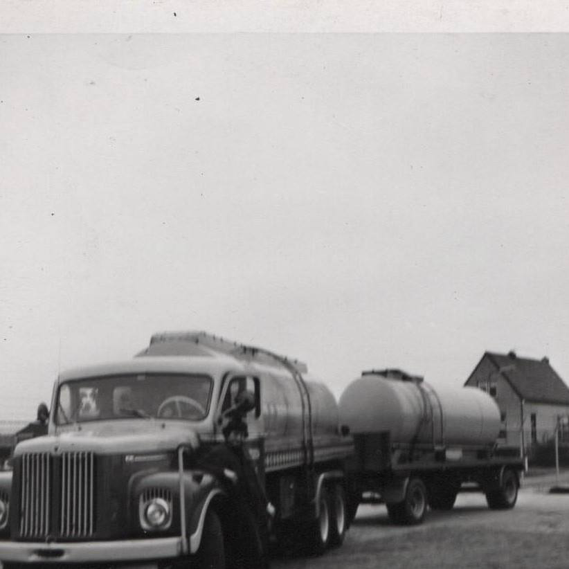 De-eerste-smeerolie-auto