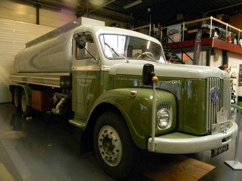 eerste-smeerolie-Scania-6X2-in-het-museum