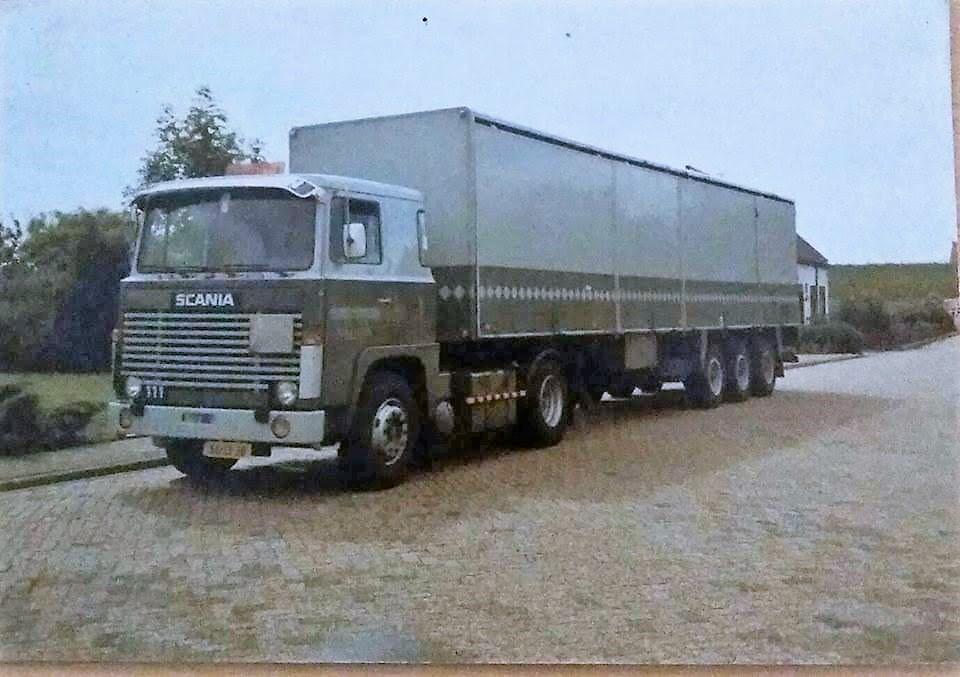 Scania-met-oplegger-met-schuifdeuren