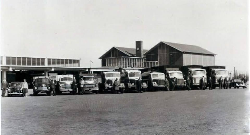 1953-10-jarig-bestaan-het-complete-wagenpark