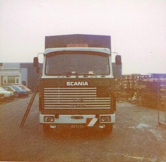 Scania--vaten-olie-laden-bij-B-P--Gent