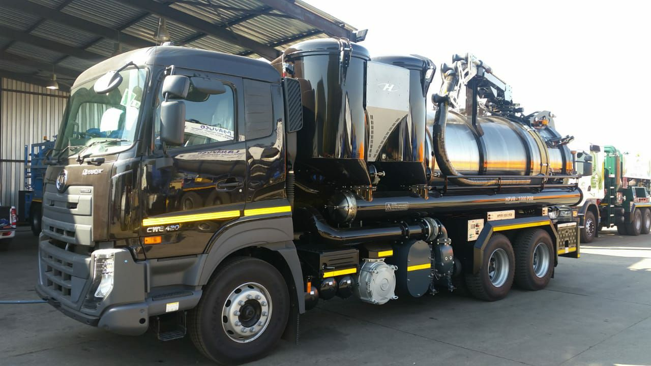 Nissan-New-project---dry-vacuum-with-a-boom-suction--dealer-Ermelo-Truck-and-Tractor