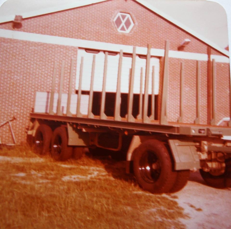 RAF-tandemas-aanhangwagen-is-door-Rondaan-in-Beetgum-gebouwd-voor-J-Kuperus-uit-Wijnaldum-voor-hout-transport--volgens-J-Kuperus-is-de-aanhangwagen-onverwoestbaar-1