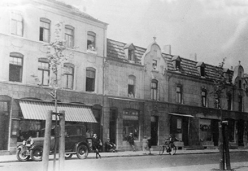 Brunssum-omstreeks-1930-Foto-van-Huizen-tegenover-Lindeplein